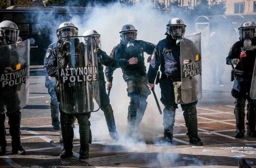 Επεισόδια και χημικά στη συγκέντρωση των φοιτητών στην Αθήνα – Πορείες και στη Θεσσαλονίκη (εικόνες)