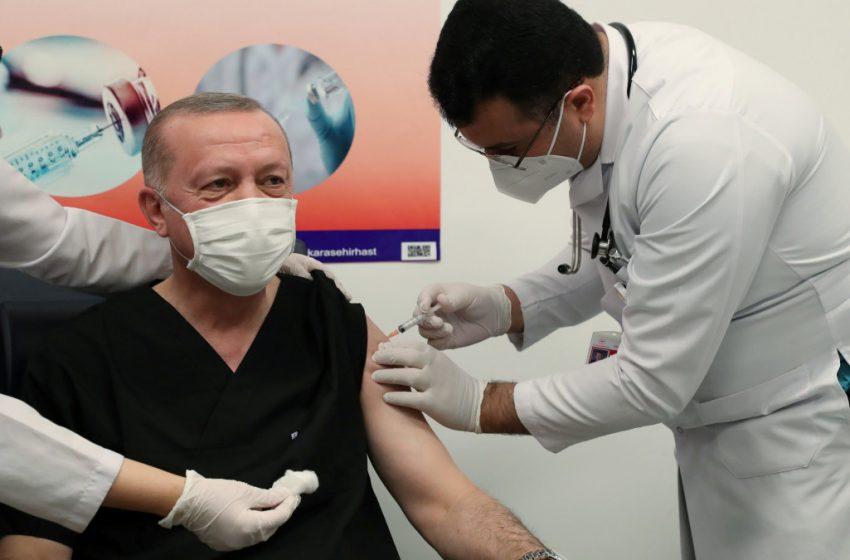 'Εκανε το εμβόλιο ο  Ερντογάν για να καθησυχάσει τους Τούρκους