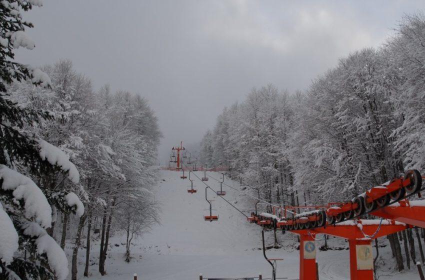 """Αντιδράσεις για το άνοιγμα των  χιονοδρομικών σε κλειστή Ελλάδα και με """"κόκκινη"""" Αττική –  Αποφάσεις των ειδικών"""