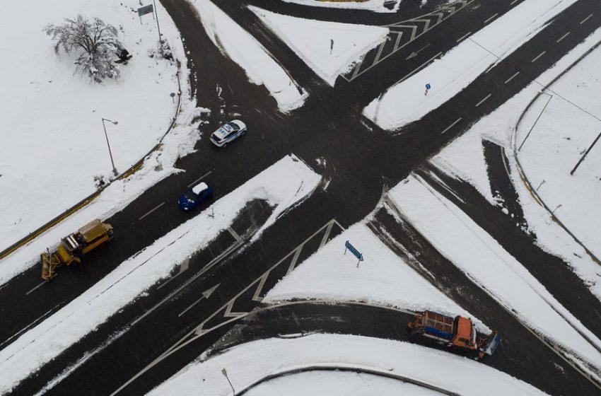 Νέο κύμα κακοκαιρίας με χιόνια ακόμη και στο κέντρο της Αθήνας – Δριμύ ψύχος και ολικός παγετός με -14 βαθμούς