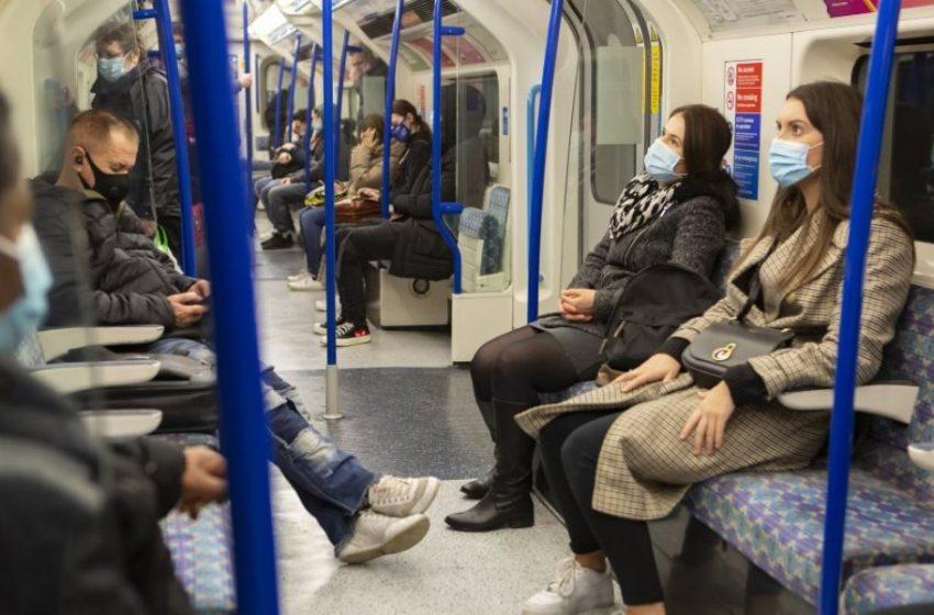 """"""" Μουγγοί""""  στο Μετρό  συστήνει η Ιατρική Ακαδημία της Γαλλίας – Τι λέει για την υφασμάτινη μάσκα"""