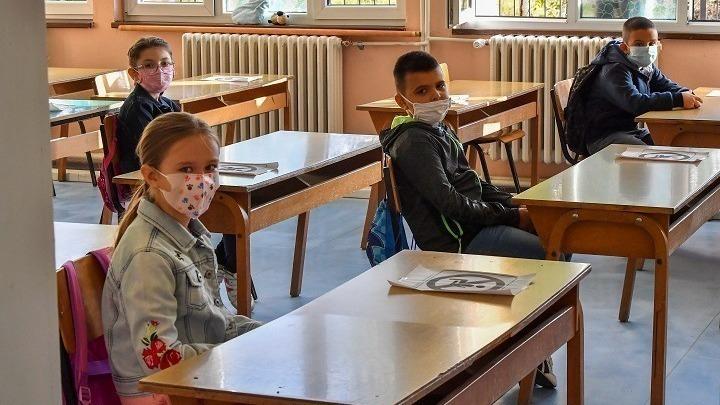 Έρευνα: Τα παιδιά του Δημοτικού έχουν μόλις το 1/16 του ιικού φορτίου των 80άρηδων