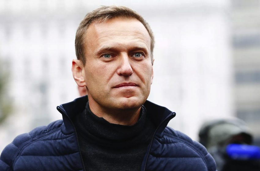 Ο Ναβάλνι επιστρέφει στη Ρωσία