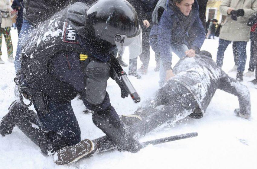 Συλλήψεις 2.100 ατόμων για τις διαδηλώσεις υπέρ του Ναβάλνι έγιναν στη Ρωσία