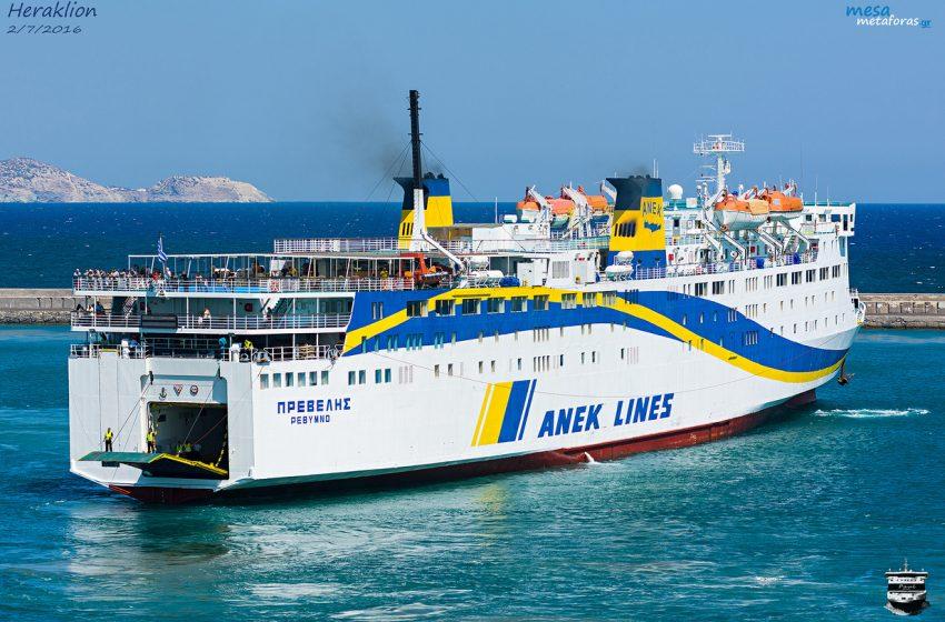 """Πρόσκρουση του """"Πρέβελης"""" στο λιμάνι στης Σαντορίνης"""