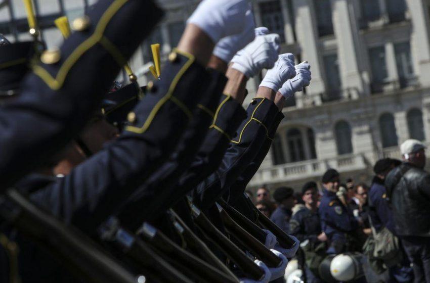 Κανονικά η παρέλαση της 25ης Μαρτίου με Πούτιν, Μακρόν και… Κάρολο