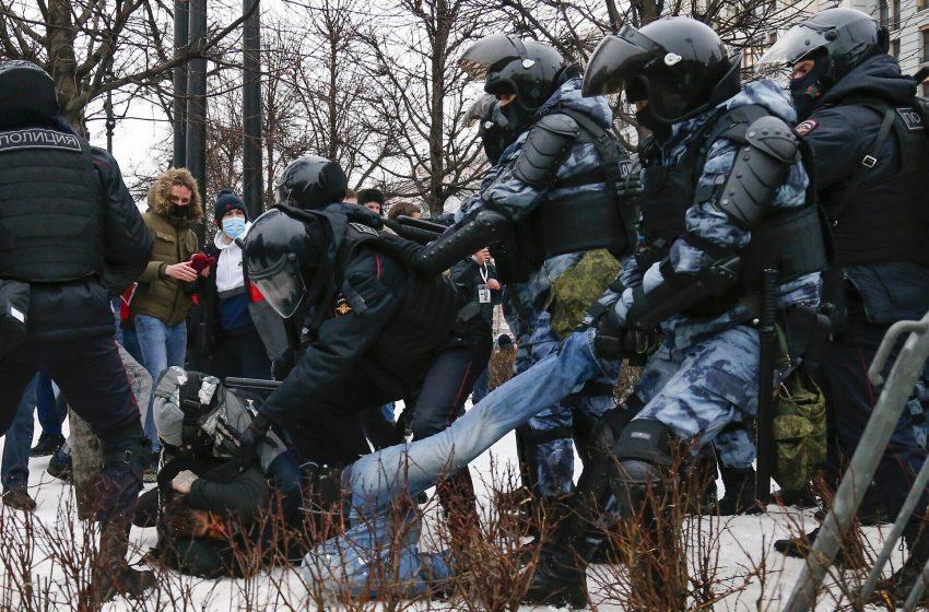 Η Ε.Ε. καταγγέλλει τη Μόσχα για Ναβάλνι – Μαζικές διαδηλώσεις στη Ρωσία και διπλωματική ένταση με Ουάσιγκτον