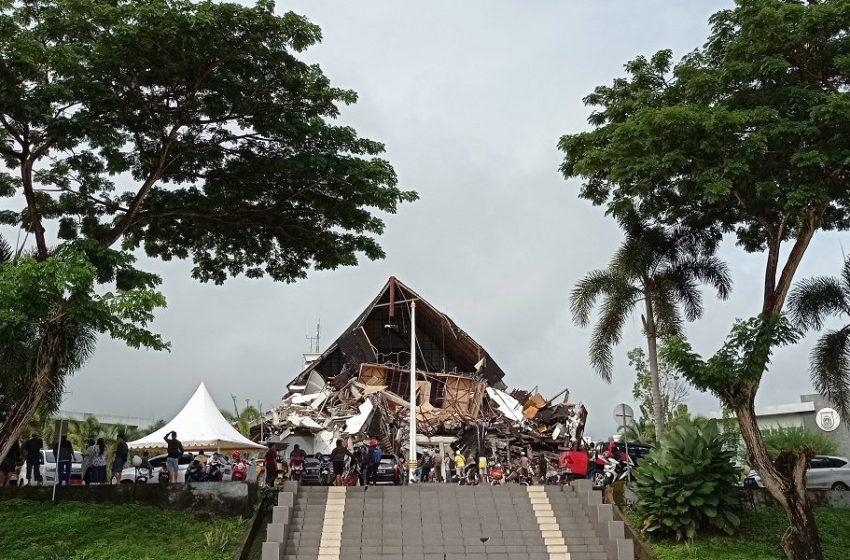 Ινδονησία: Ανεβαίνει δραματικά ο αριθμός των νεκρών από τα 6,2 Ρίχτερ