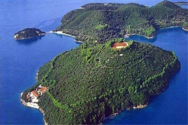 Σκορπιός: Το νησί του Ωνάση μετατρέπεται σε θέρετρο-AirBnb για λίγους- Το σχέδιο Ριμπολόβλεφ με υπογραφή Άδωνι-Παπαθανάση