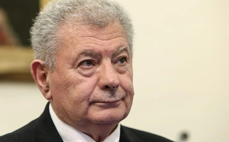 Σήφης Βαλυράκης: «Αλιευτικό τον έριξε στη θάλασσα και τον χτύπησε με την προπέλα του» λέει ο δικηγόρος της οικογένειας