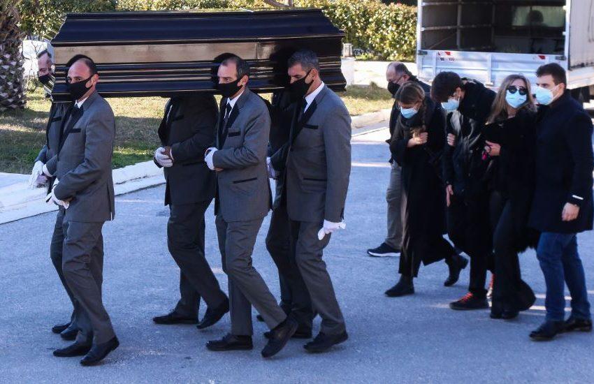 """""""Τελευταίο αντίο"""" στον Σήφη Βαλυράκη (εικόνες)"""