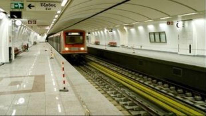 Υπό κράτηση οι ανήλικοι για την επίθεση στον σταθμάρχη του μετρό- Αρνείται ο αστυνομικός ότι τους βοήθησε