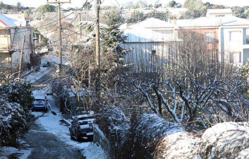 """Χιόνια και τσουχτερό κρύο στη Β. Ελλάδα από τον """"Λέανδρο"""" – Κλειστά σχολεία σε δήμους της Δ. Μακεδονίας"""