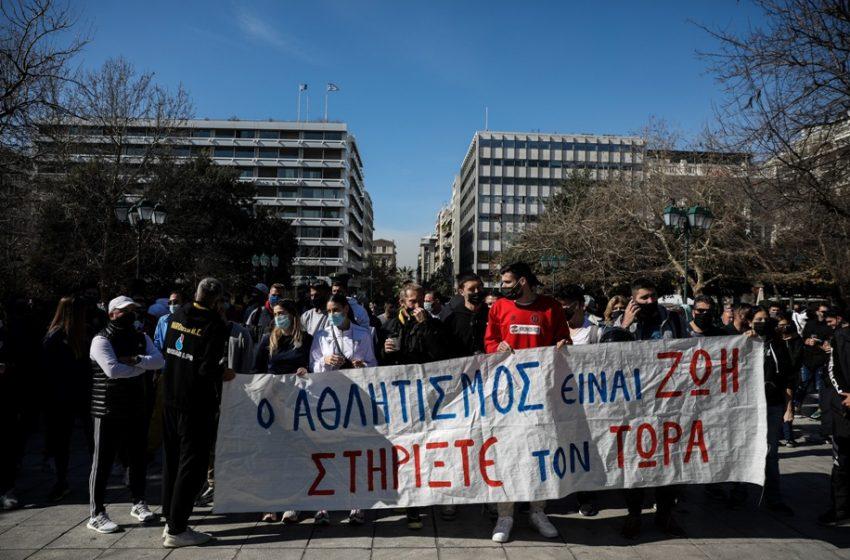 """ΣΥΡΙΖΑ: """"Η κυβέρνηση παρουσιαζόταν ότι ήθελε να ανοίξει τον Αθλητισμό, αλλά στην πραγματικότητα αδιαφορούσε"""""""