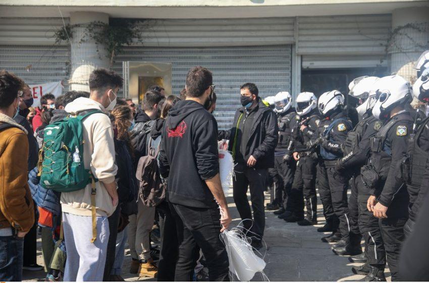 Θεσσαλονίκη: Συγκέντρωση διαμαρτυρίας στην Αστυνομική Διεύθυνση