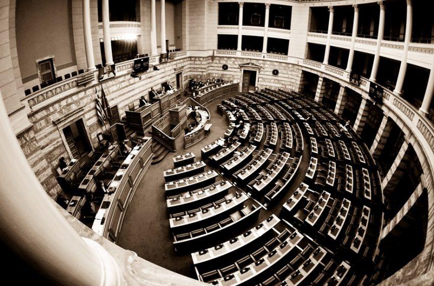 """Ψηφίστηκε με 166 """"ναι"""" το νομοσχέδιο για την παιδεία και τα ΑΕΙ"""