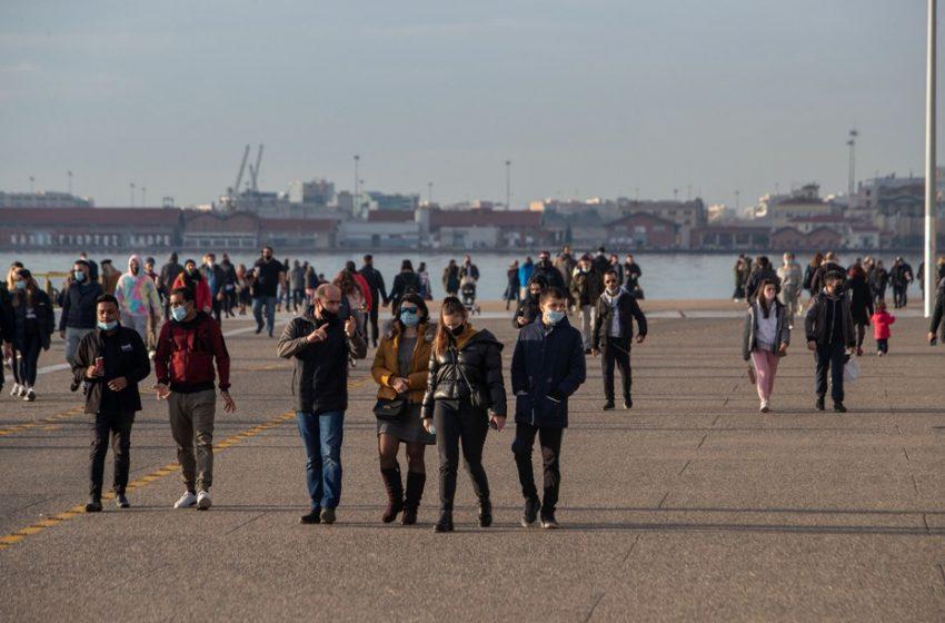 Συνωστισμό στα σούπερ μάρκετ προκάλεσε η απαγόρευση κυκλοφορίας  – Γεμάτη η παραλία στην Θεσσαλονίκη (vid,pic)