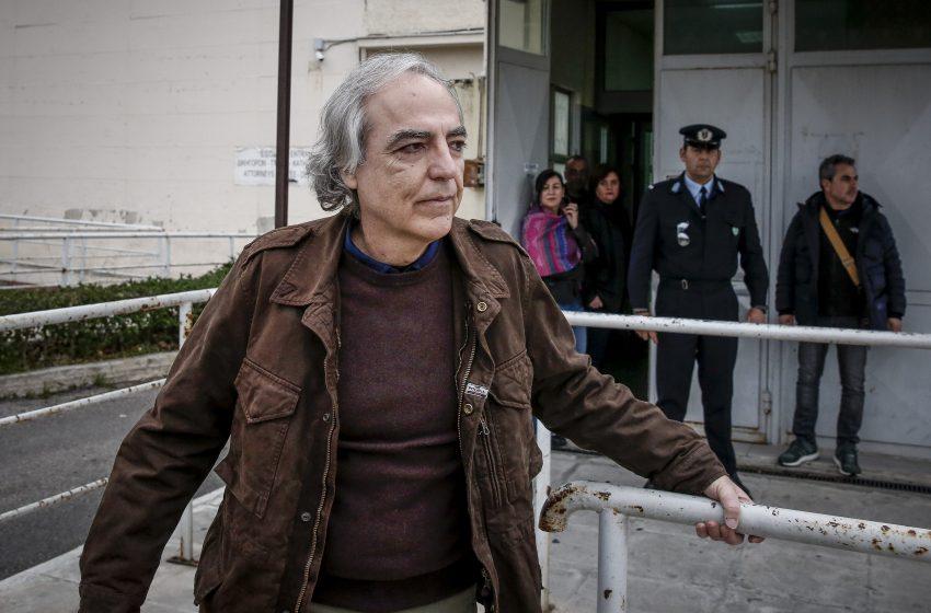 """Σταματά την απεργία πείνας ο Δημήτρης Κουφοντίνας: """"Με την καρδιά και το μυαλό είμαι κι εγώ εκεί, ανάμεσά σας"""""""