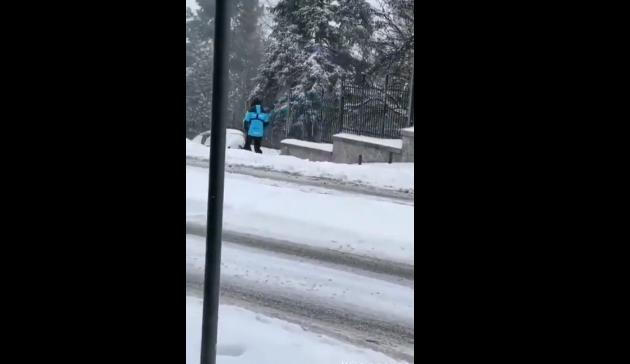 Κοζάνη: 20 βαθμούς υπό το μηδέν έδειξε το θερμόμετρο – Με σκι στο κέντρο της πόλης (vid)