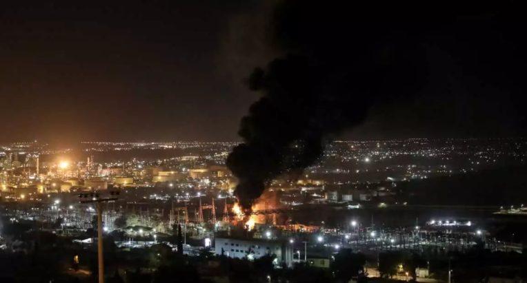 Δύσκολη νύχτα στον Ασπρόπυργο:   Γεμάτη καπνούς η περιοχή, προειδοποίηση των ειδικών στους κατοίκους – Το χρονικό της μεγάλης φωτιάς (εικόνες, vid)