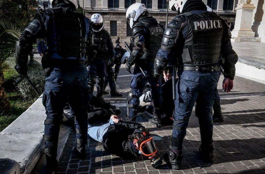 Πανεκπαιδευτικό συλλαλητήριο: Διαμαρτυρία έξω από τη ΓΑΔΑ για τις 52 προσαγωγές