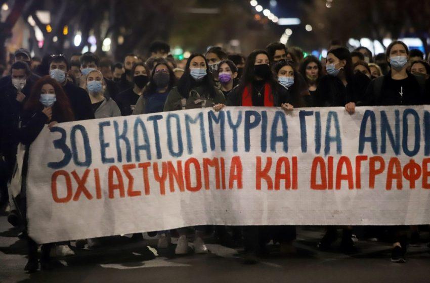 Το βίντεο της αστυνομικής βίας στην Θεσσαλονίκη – Έρευνα ανακοίνωσε η ΕΛ.ΑΣ