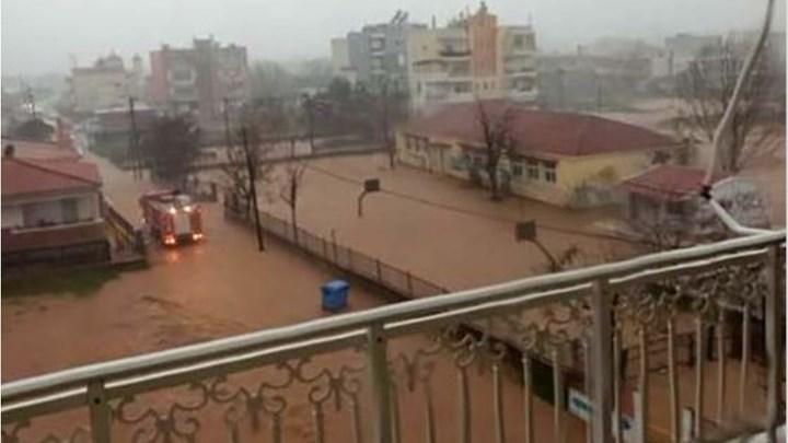 Έβρος: Πλημμύρισε νηπιαγωγείο και απομάκρυναν τους μαθητές (vid)