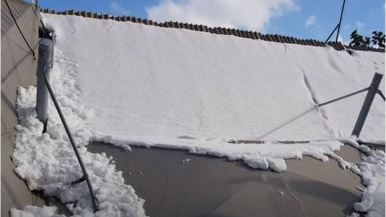 Απίστευτο: Κατέρρευσε βενζινάδικο από το χιόνι στο Χαϊδάρι (vid)