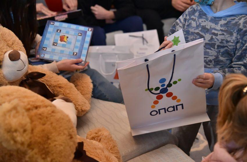 Ευχές και 5.034 δώρα στα παιδιά από τα Ευχοστολίδια (vid)