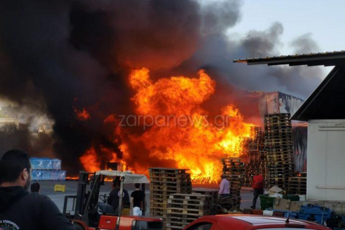 Μεγάλη φωτιά σε αποθήκη τροφίμων στα Χανιά (εικόνες)