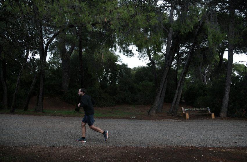 """Ασάφεια με το SMS """"6"""" για άσκηση: Τι ισχύει τελικά αν βγει κάποιος εκτός δήμου"""