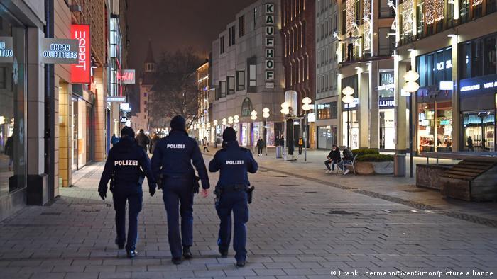 Γερμανικό δικαστήριο: Αντισυνταγματική η απαγόρευση κυκλοφορίας – Η Δικαιοσύνη ακυρώνει μέτρα κατά της πανδημίας