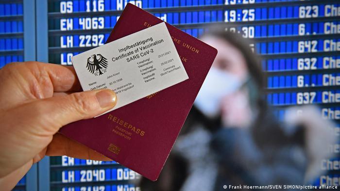 """Διχάζει την ΕΕ το """"πιστοποιητικό εμβολιασμού""""- Αντιδρά η Γερμανία, ποιες χώρες το υιοθετούν"""