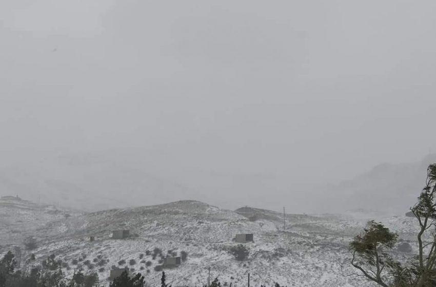 Προβλήματα από το χιόνια σε Αχαΐα, Αιτωλοακαρνανία, Κορινθία – Πού χρειάζονται αλυσίδες