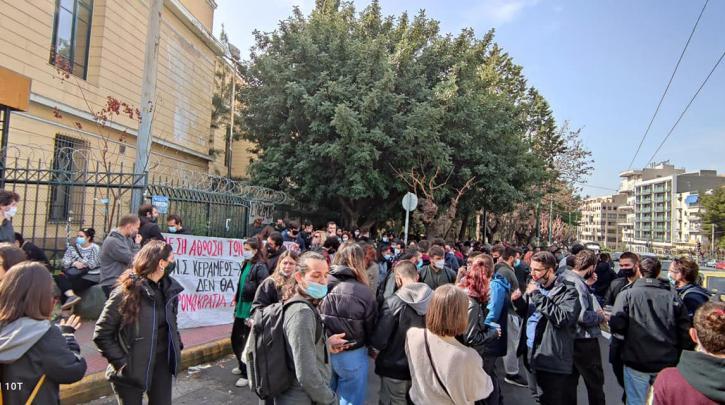 Συγκέντρωση στην Ευελπίδων για τους συλληφθέντες στο πανεκπαιδευτικό συλλαλητήριο