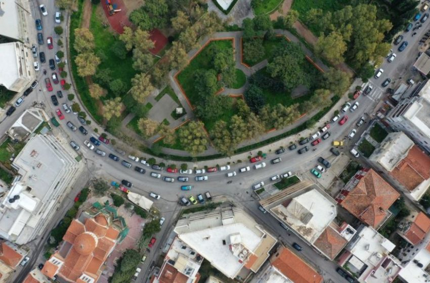 Αντιδρούν οι κάτοικοι της Χίου στη νέα δομή προσφύγων με αυτοκινητοπορεία (vid)