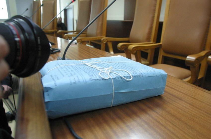 Κλιμάκωση της πολιτικής έντασης: Στη Βουλή οι δικογραφίες για τηλεοπτικές άδειες και Folli Follie