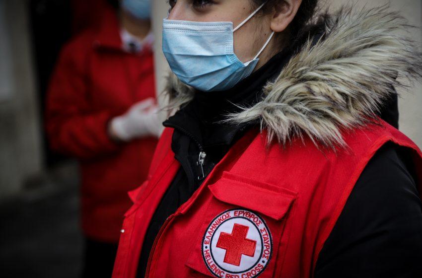 Στη μάχη της μετακίνησης για τους εμβολιασμός και ο Ελληνικός Ερυθρός Σταυρός