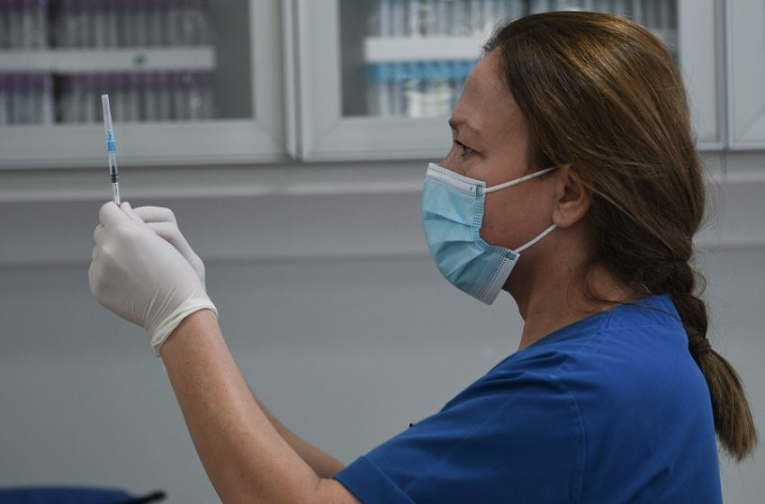 Δυσοίωνες εκτιμήσεις από Politico: Έως τέλη Σεπτεμβρίου θα έχει εμβολιαστεί μόλις το 23% στην Ελλάδα