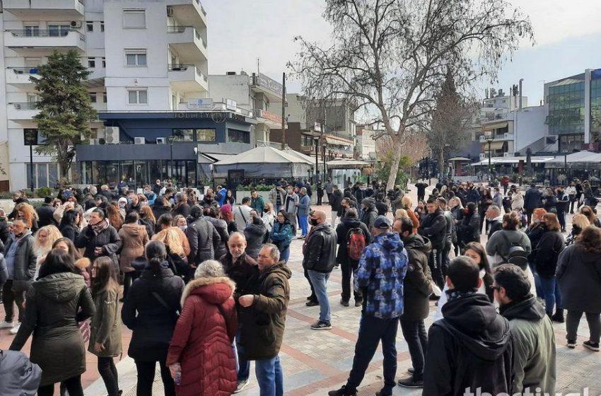 Εύοσμος: Συγκέντρωση διαμαρτυρίας για δεύτερη μέρα και πορεία διαμαρτυρίας για το σκληρό lockdown (vid)