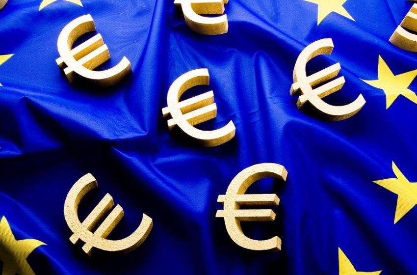 Δραματική έκκληση 100 οικονομολόγων: Να διαγραφούν τα δημόσια χρέη που διακρατά η ΕΚΤ
