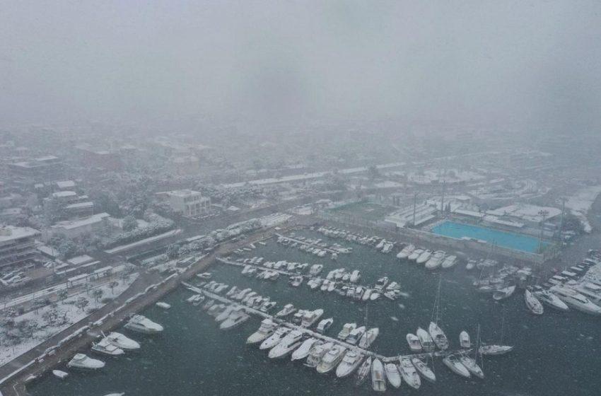 Αποκλειστικές εικόνες από τη χιονισμένη Γλυφάδα