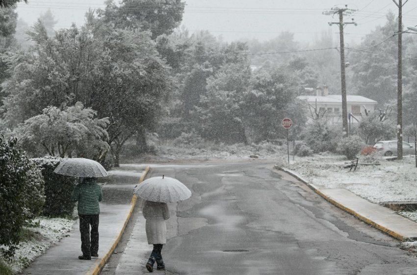 ΔΕΙΤΕ LIVE Πού χιονίζει στην Αττική