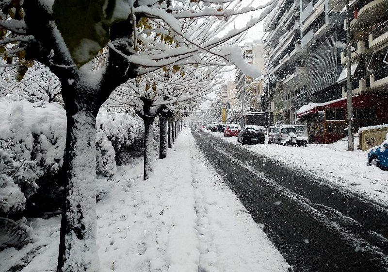 """Πώς η ετοιμότητα του κρατικού μηχανισμού """"βούλιαξε"""" στο χιόνι – Πυρ ομαδόν από την αντιπολίτευση για το """"επιτελικό αλαλούμ"""""""