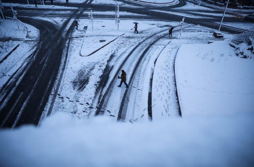Η πρόβλεψη των μετεωρολόγων – Μέχρι πότε θα χιονίζει στην Αττική