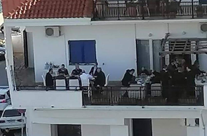 Βίντεο, οπτικοακουστικό υλικό, δικαιολογίες – Τι λέει ο βουλευτής που οργάνωσε το κορονο-γλέντι με Μητσοτάκη λίγο μετά το νέο lockdown – Σφοδρές πολιτικές αντιδράσεις (εικόνες, vid)