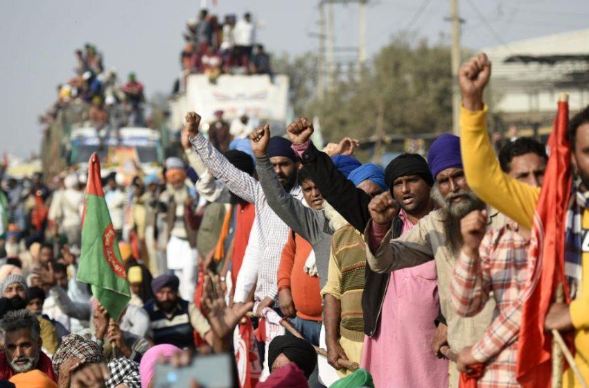 Ινδία: Στους δρόμους χιλιάδες αγρότες κατά των μεταρρυθμίσεων