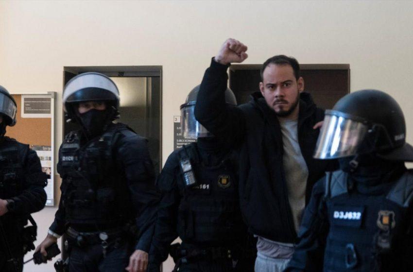 Μια ακόμη νύχτα επεισοδίων στην Ισπανία για τη φυλάκιση του ράπερ Πάμπλο Χασέλ