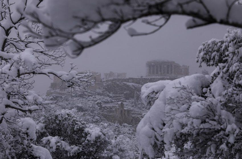 Μήδεια: Οι χιονοπτώσεις σε Αττική, Εύβοια, Κυκλάδες και Κρήτη θα συνεχιστούν έως το πρωί της Τετάρτης
