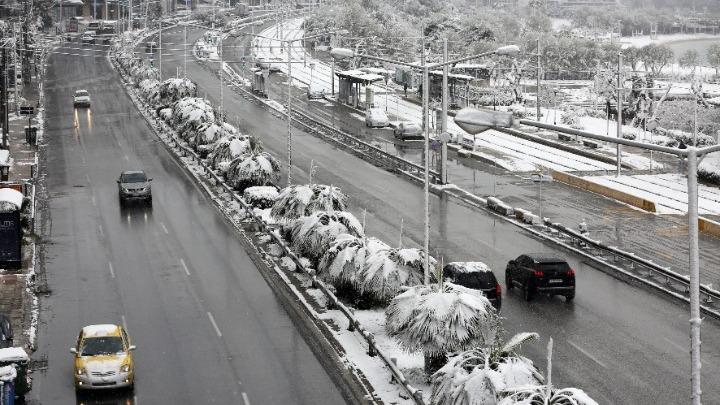 Απαγόρευση της κίνησης φορτηγών στην Αττική Οδό – Αποκαταστάθηκε η κυκλοφορία στη λεωφόρο Αθηνών